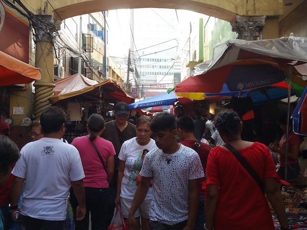Hidalgo通りの人込み