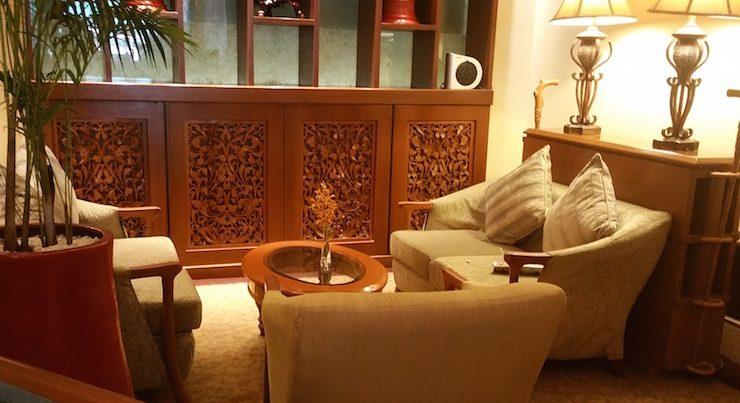 スーレーシャングリラホテルのラウンジソファ