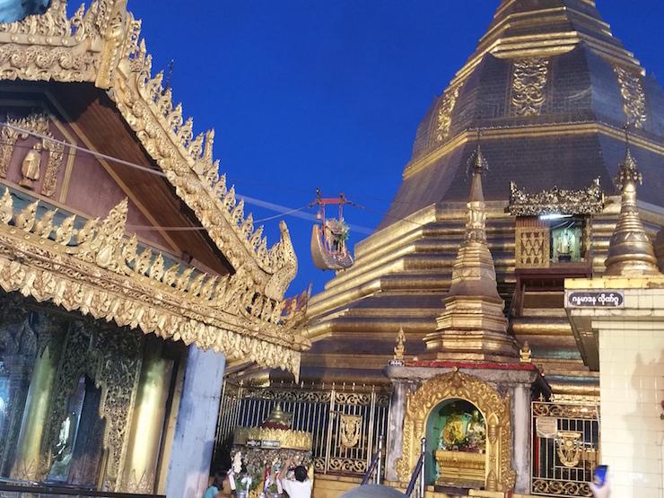 Sule Pagoda at night