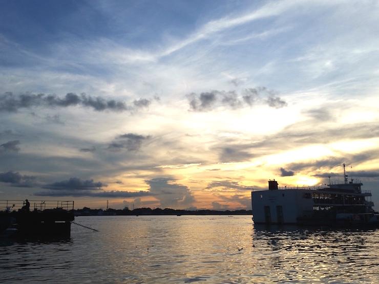 ヤンゴン川夕焼け