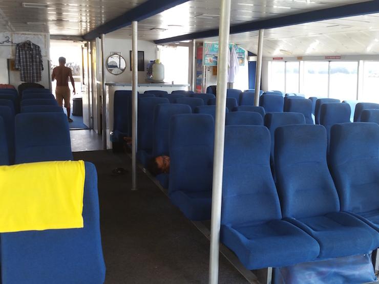 水上バス内