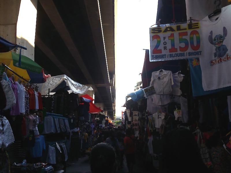 通り沿いの露店群