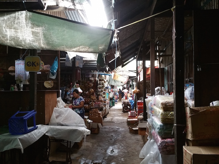 マーケットの路地