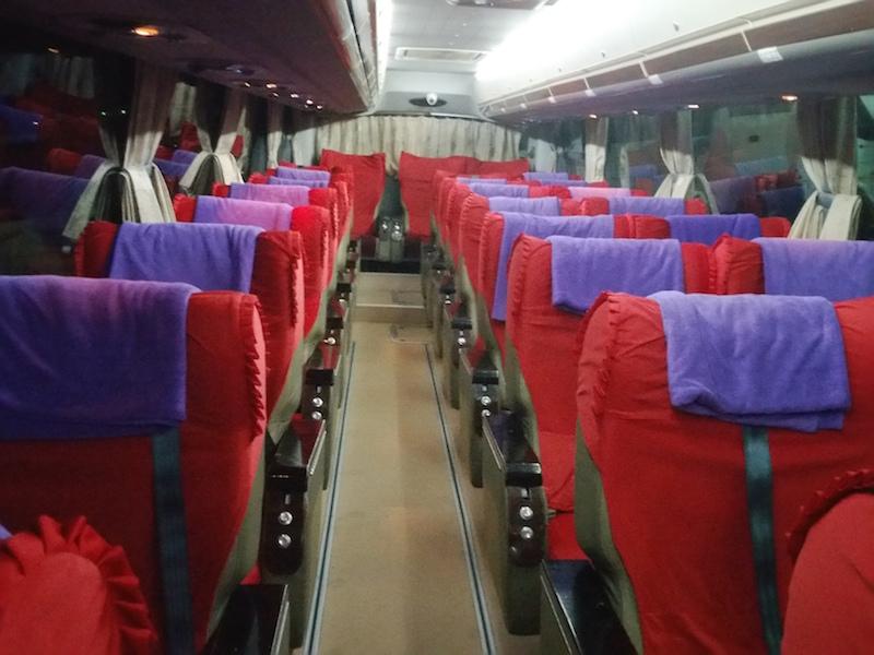 高速夜間バス車内