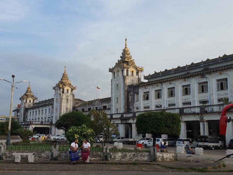 ヤンゴン駅外観