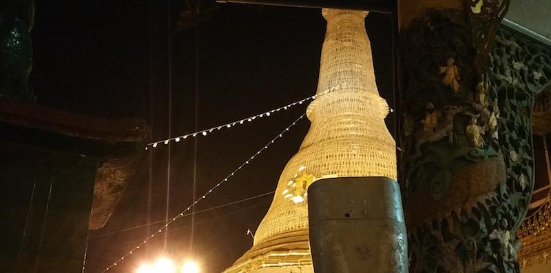 夜の中央仏塔