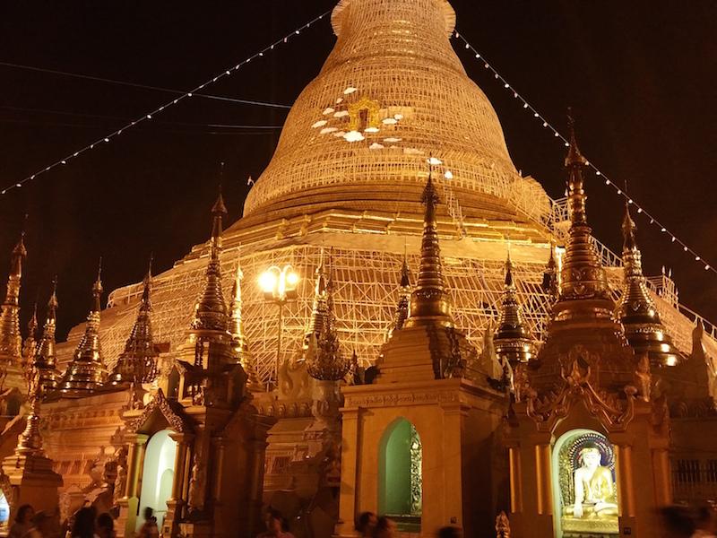 シュエダゴンパゴダの中央仏塔