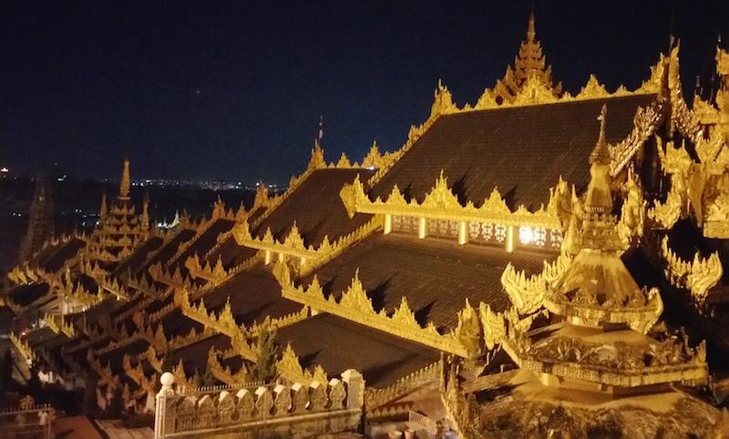 東回廊からの夜景