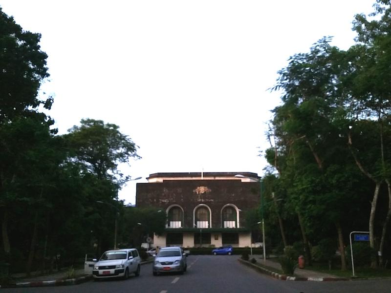 ヤンゴン大学校舎