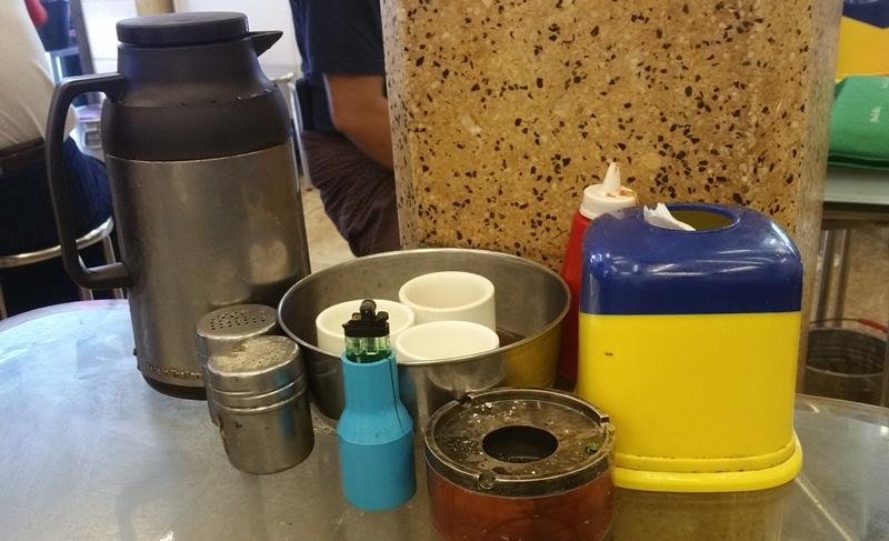 飲み物と灰皿
