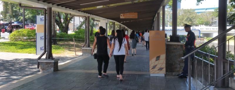 フェスティバルモールへの連絡通路