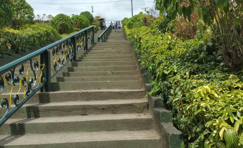 ラメサダムへの階段