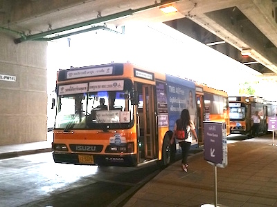 Shuttle bus to Bang Sue station