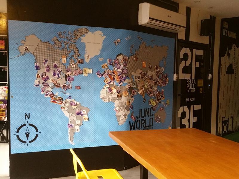 ロビーの世界地図