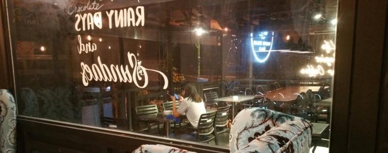ブラックスクープカフェのテラス席