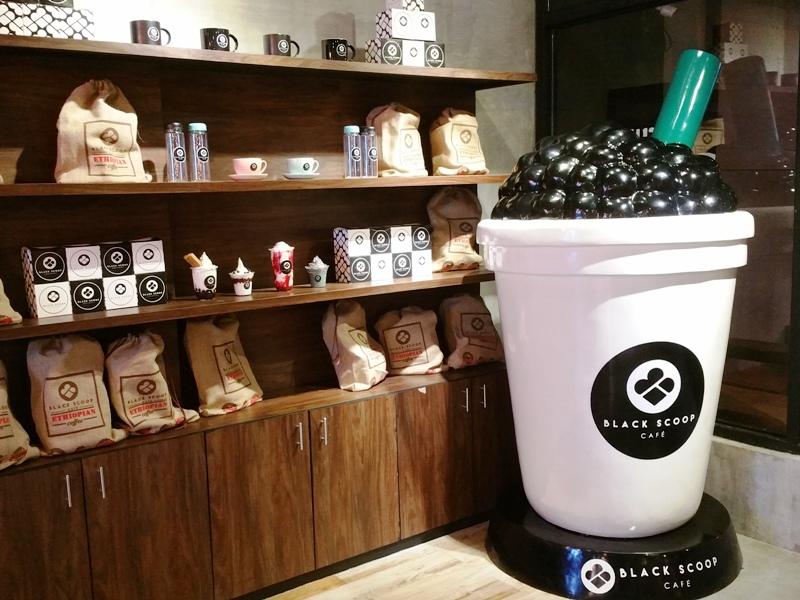 ブラックスクープカフェのカフェオブジェ
