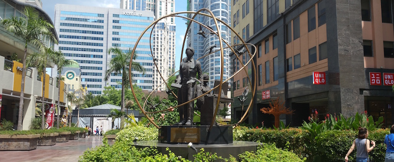 広場の銅像