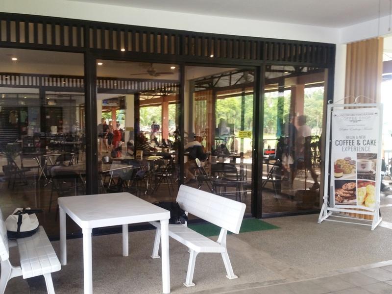 ロジコムゴルフ練習場内カフェ