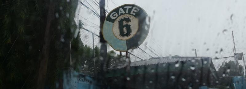 ゲート6の看板