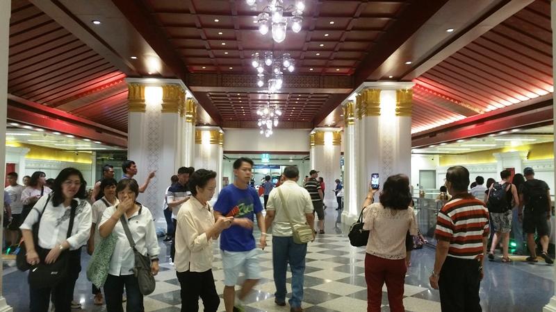 サナムチャイ駅の混雑