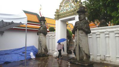 2体の中国彫像