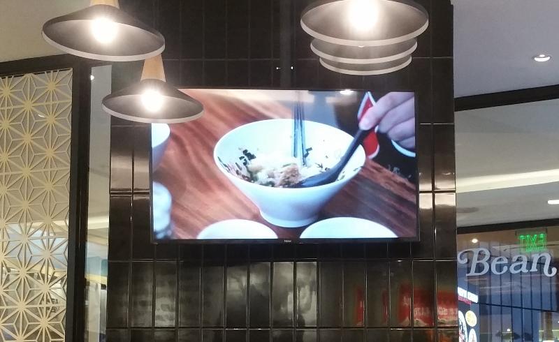 店内液晶テレビ