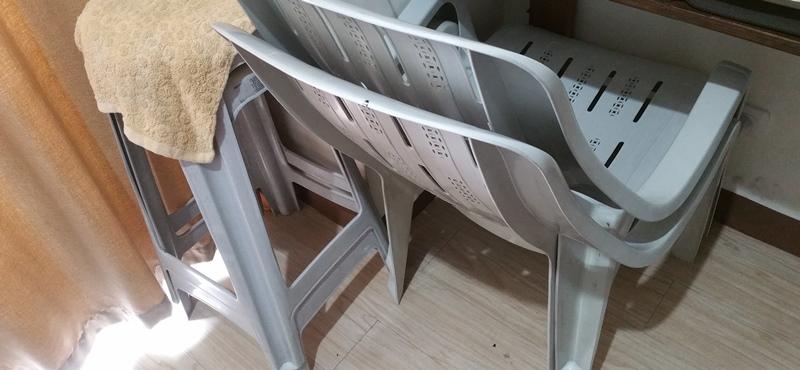 プレスチック椅子