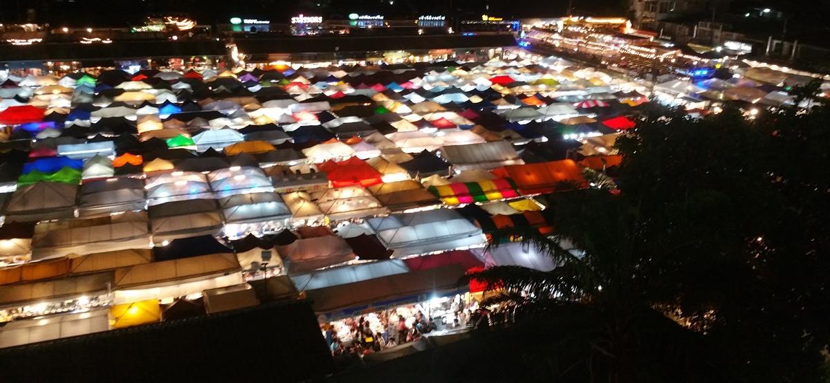 鉄道市場夜景