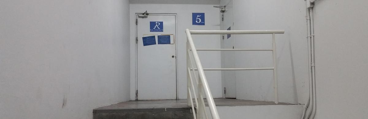 駐車場内ドア
