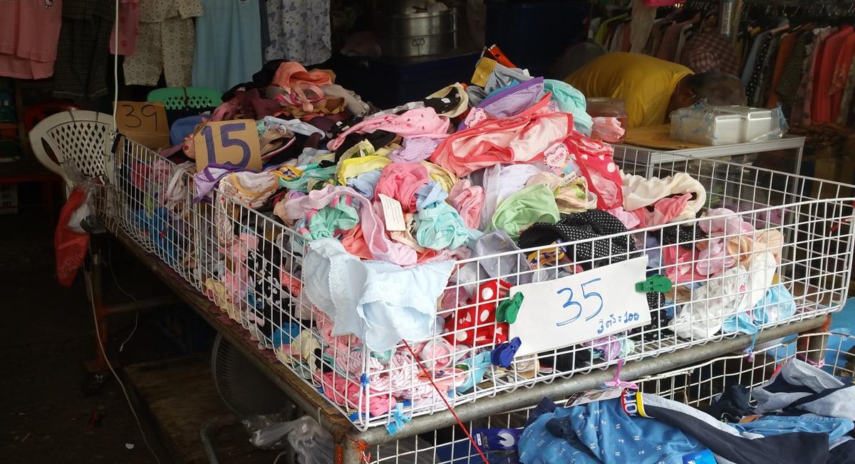 クロントーイ市場の衣類店