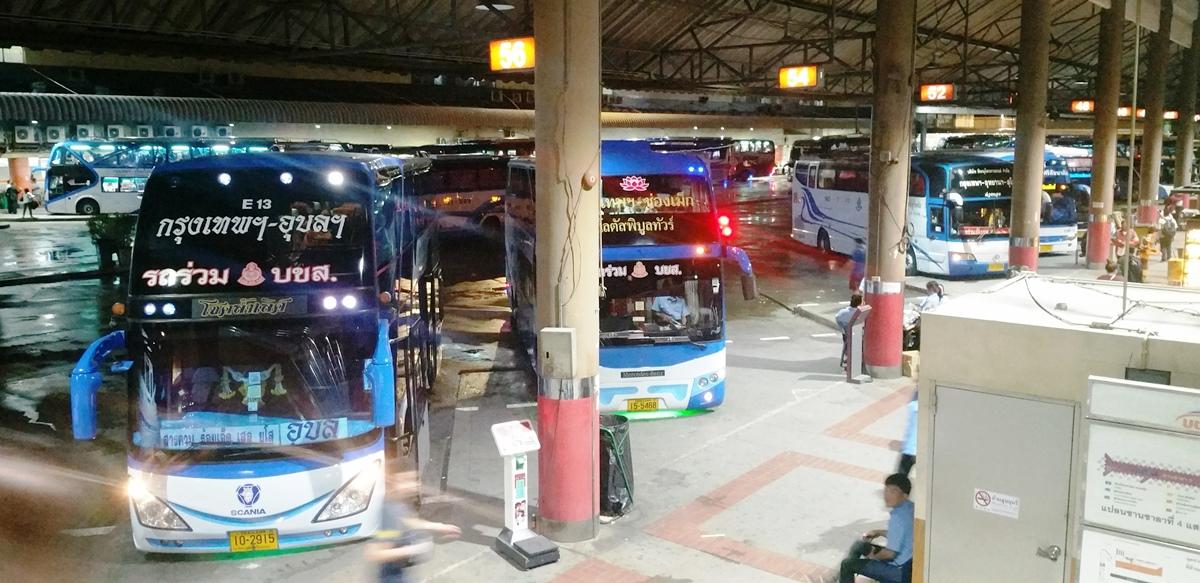 北バスターミナルのバス