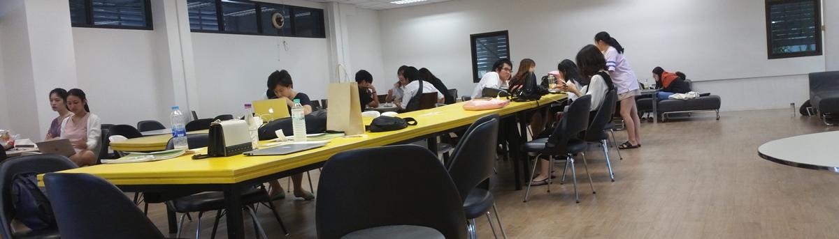 自習する学生
