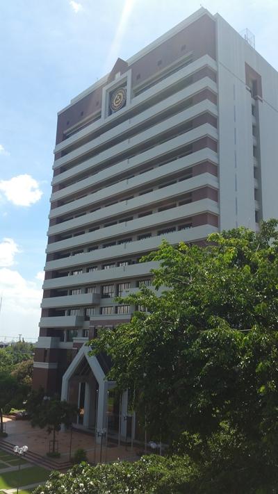 キャンパス内高層ビル