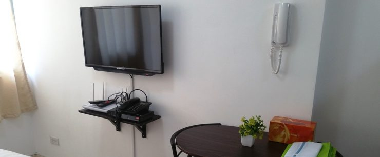 液晶テレビとモデム