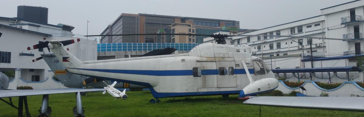 白いヘリコプターの展示