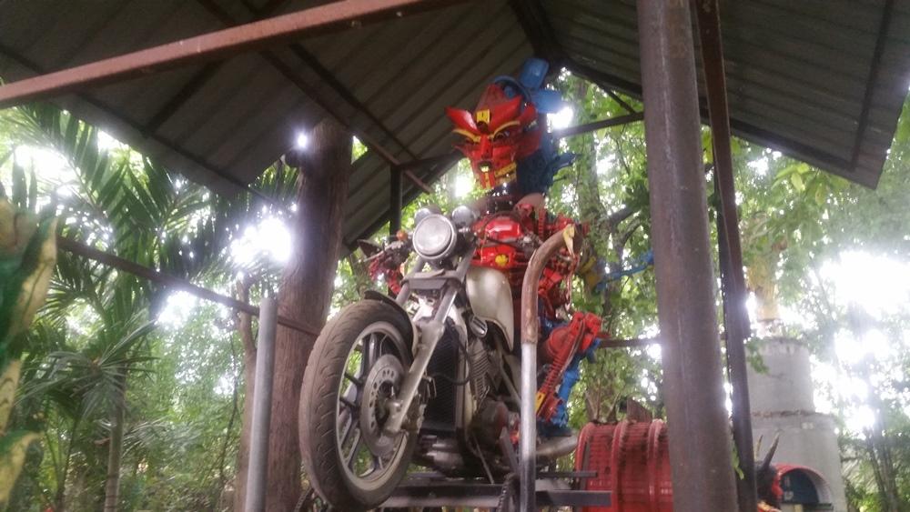 バイクに乗る閻魔