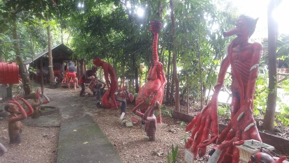 ワット・メーケートノーイ(地獄寺)の銅像群