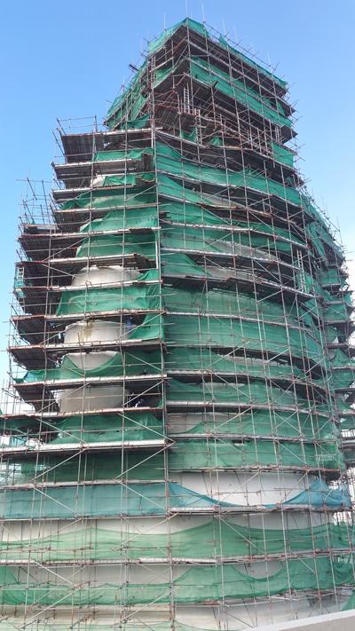 建設中の大仏