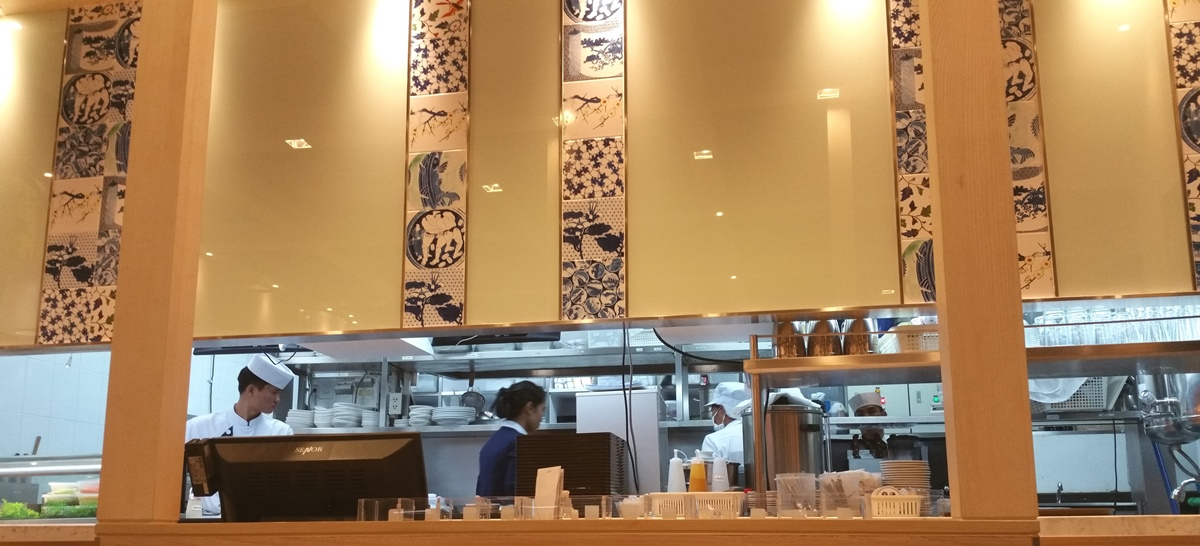 フジレストランの厨房
