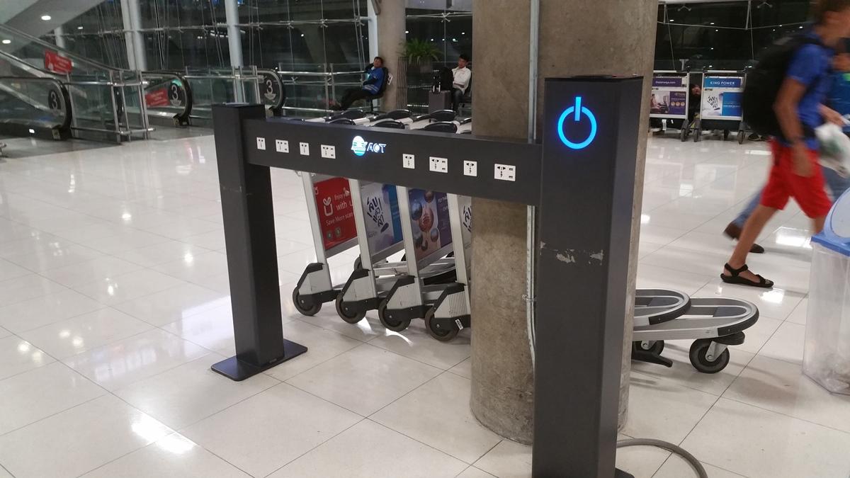 スワンナプーム空港の電源供給マシン