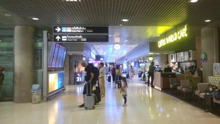 スワンナプーム空港の地下1階通路