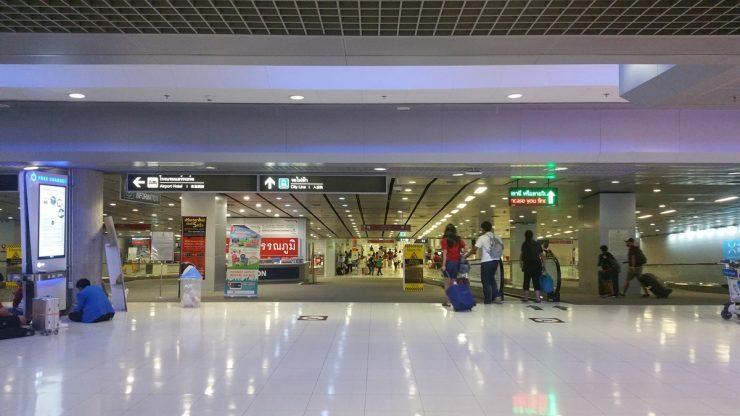 スワンナプーム空港地下エアポートレールリンク乗り場への入り口