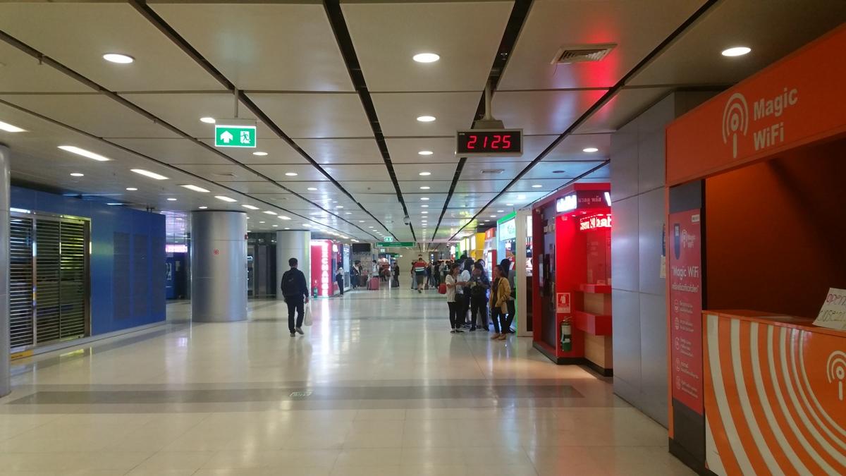 スワンナプーム空港地下のポケットWi-Fi通り