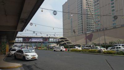 トライノマーアヤラ間歩道橋