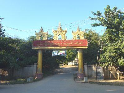 寺院への門
