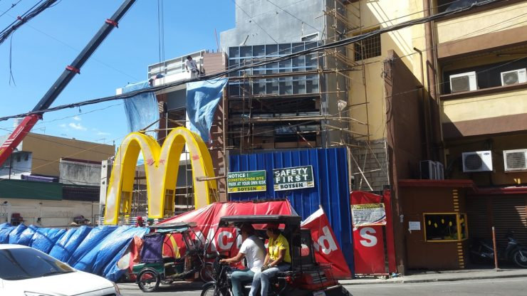 建設中のマクドナルド