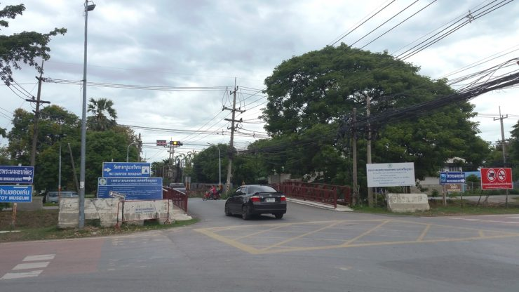Khlong Tho roadの環状交差点