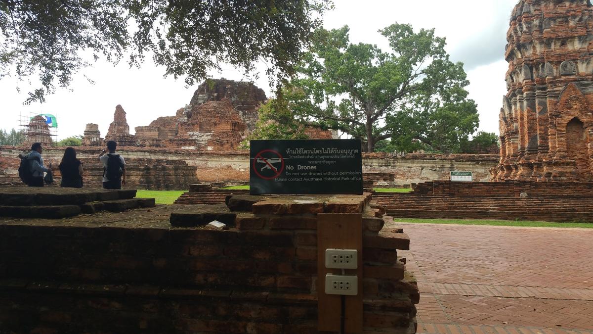 Drone ban sign at Wat Mahathat