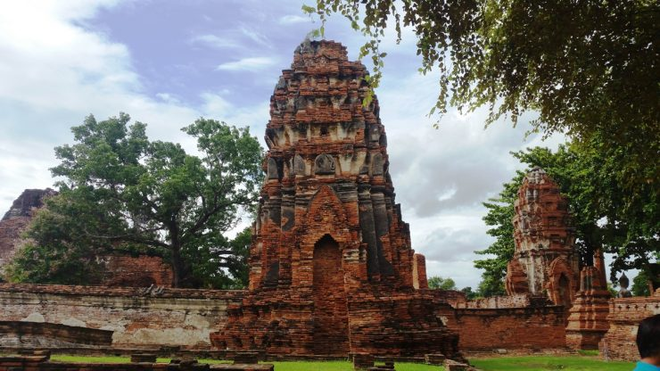 Chedi leaning at an angle