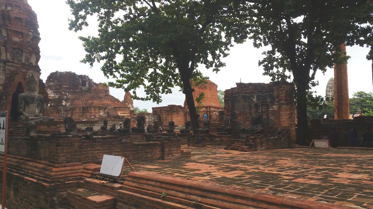 Headless Buddha image at Wat Mahathat
